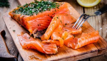 лосось калорийность на 100 грамм