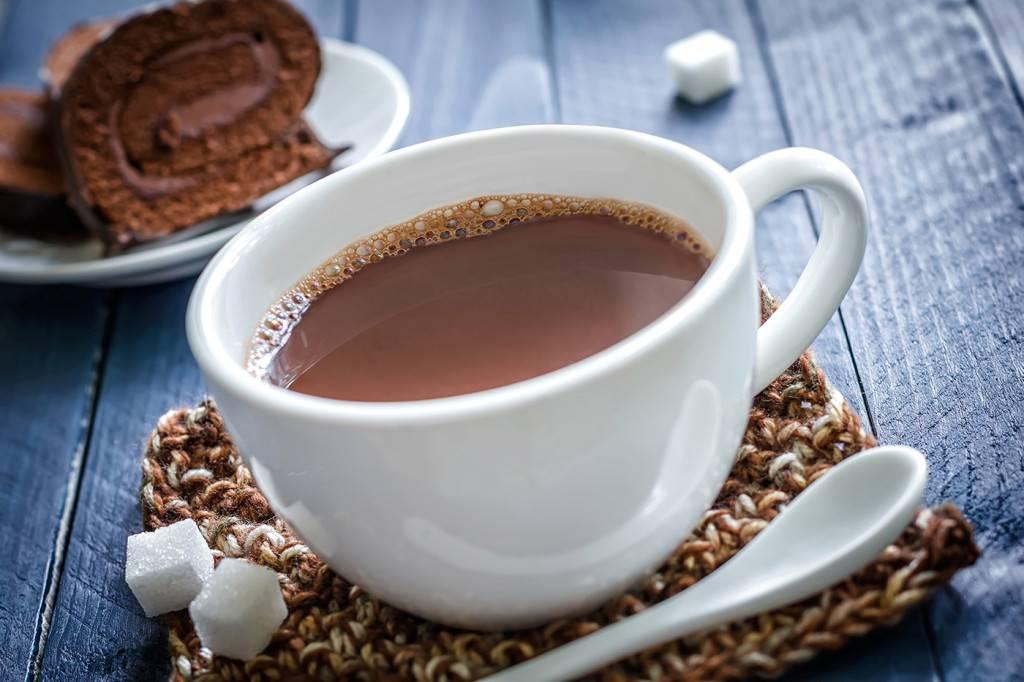 Какао со сладостями