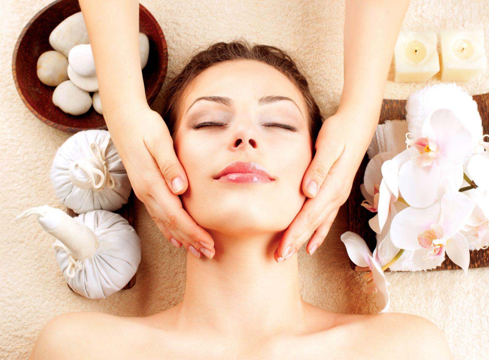 Проводится массаж