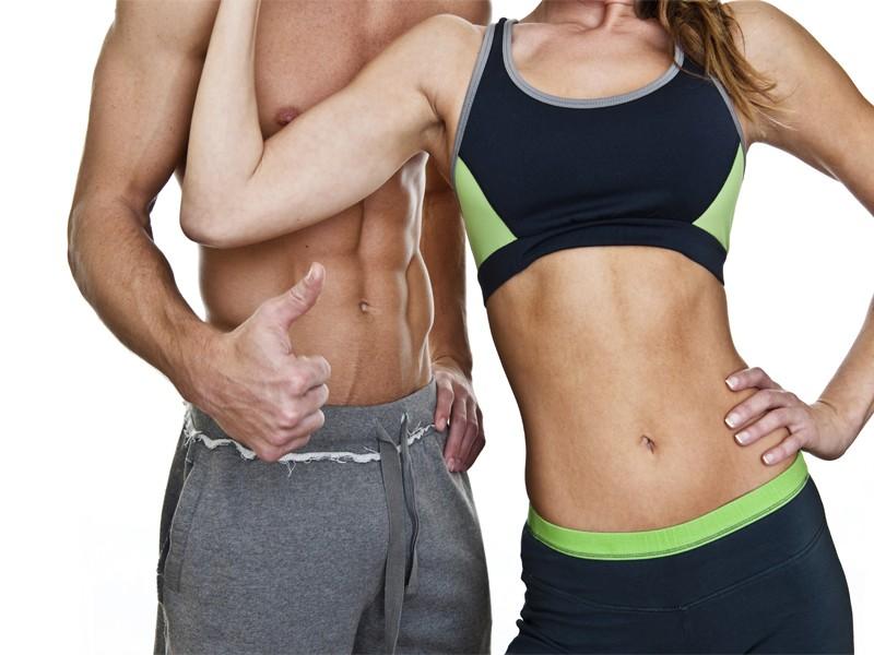 Мужчина и женщина спортивного телосложения